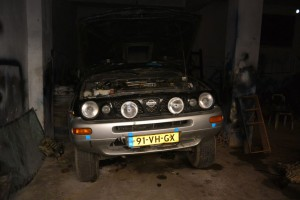 auto in garage 2
